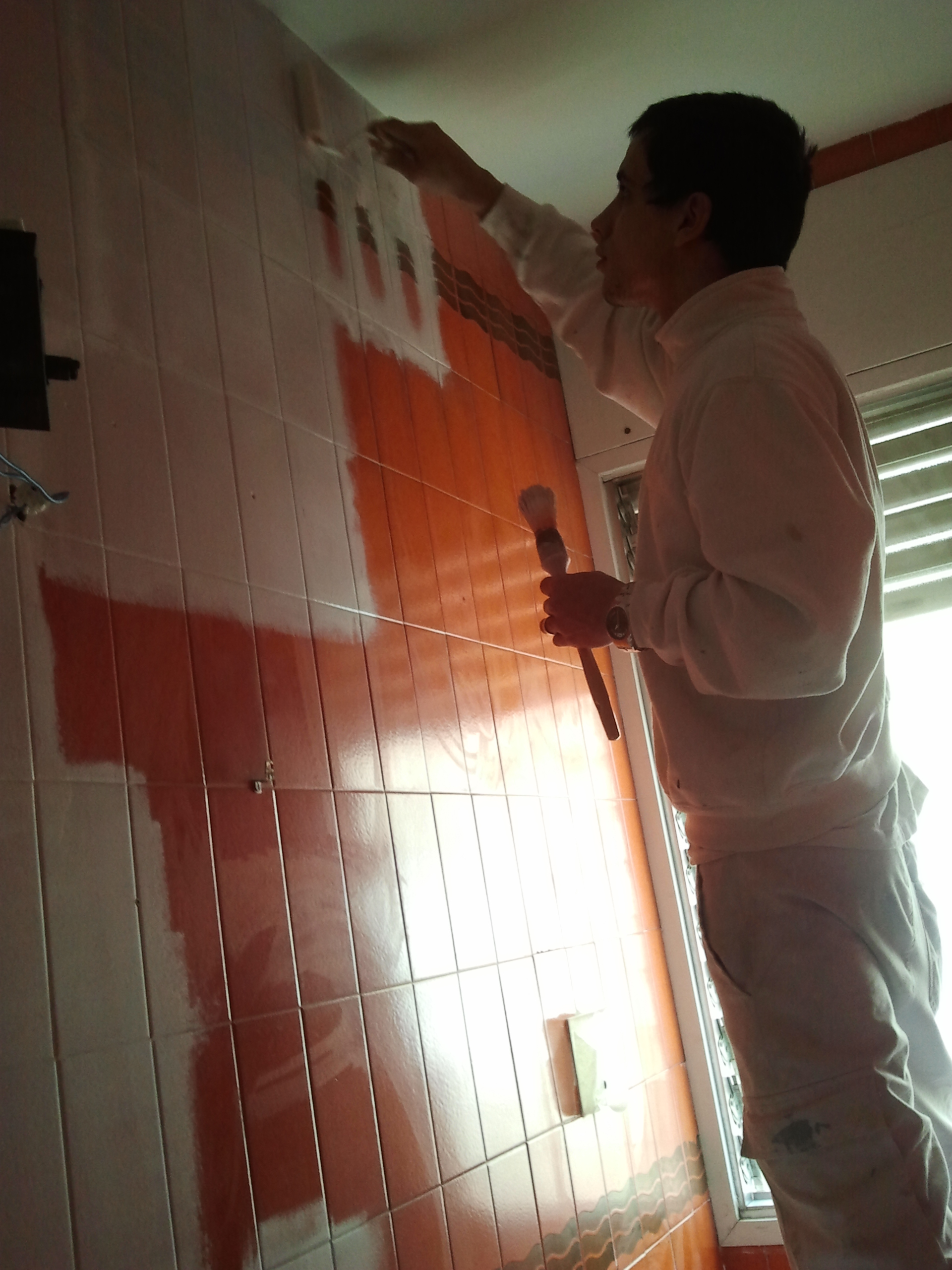 Baño Azulejos Blancos:imprimacion-azulejos-pintar-blanco-bañojpg