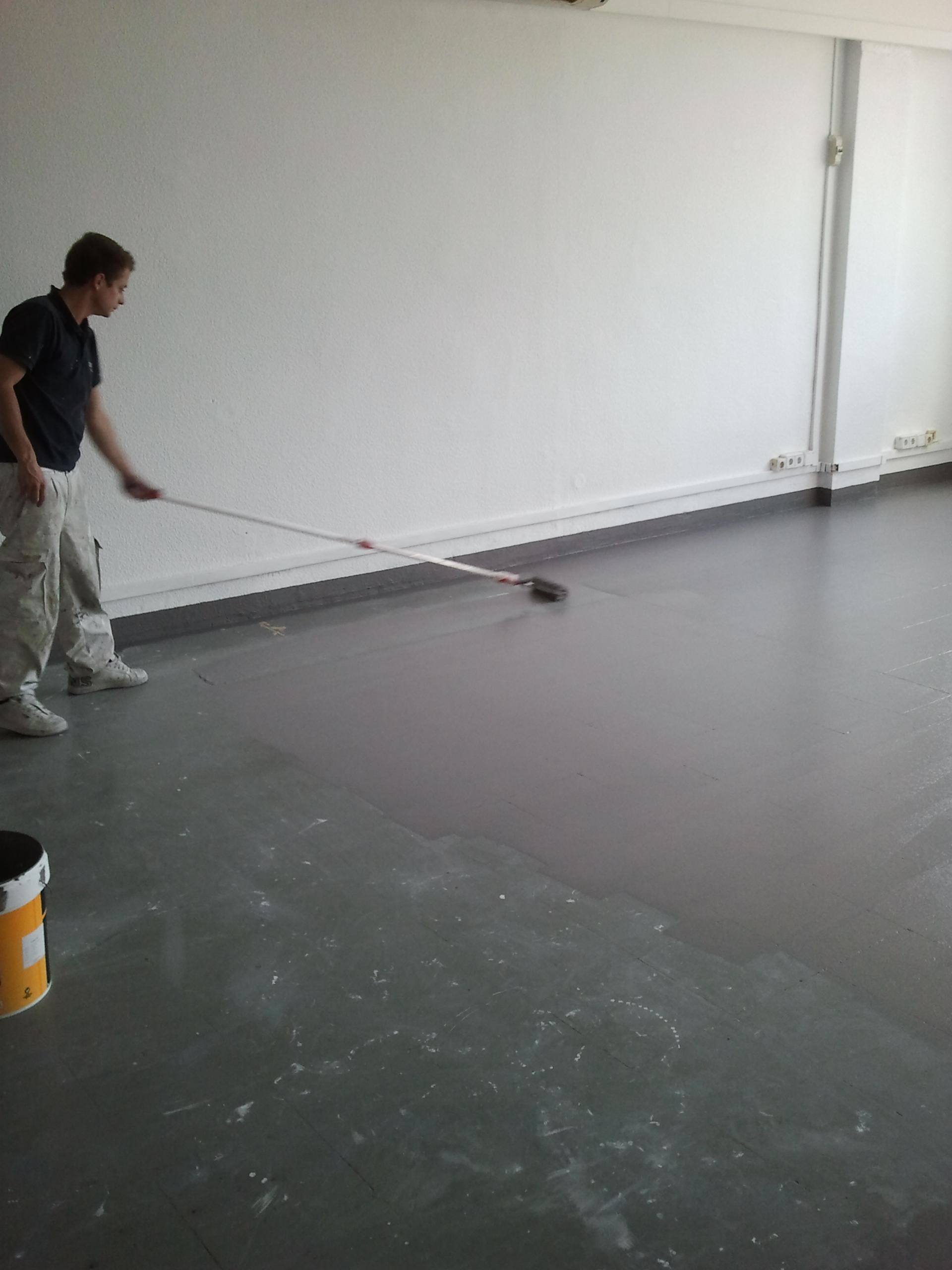 aplicar primera capa pintura de pavimentos pintor barato barcelona