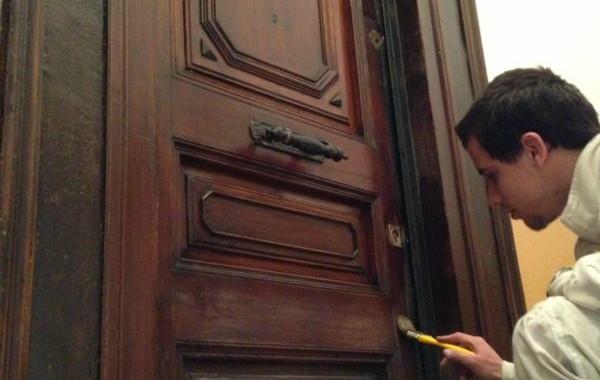 Barnizado de puerta trabajo realizado en comunidad de vecinos - Trabajo de pintor en barcelona ...