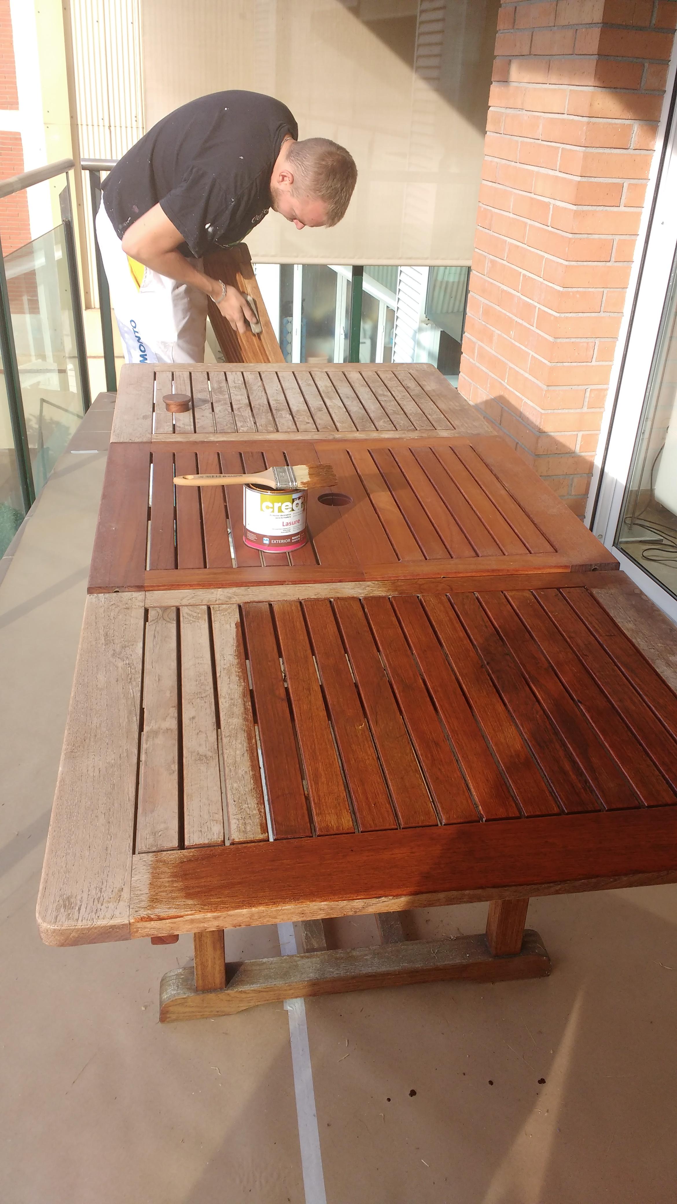 Restauración de mesa exterior de madera