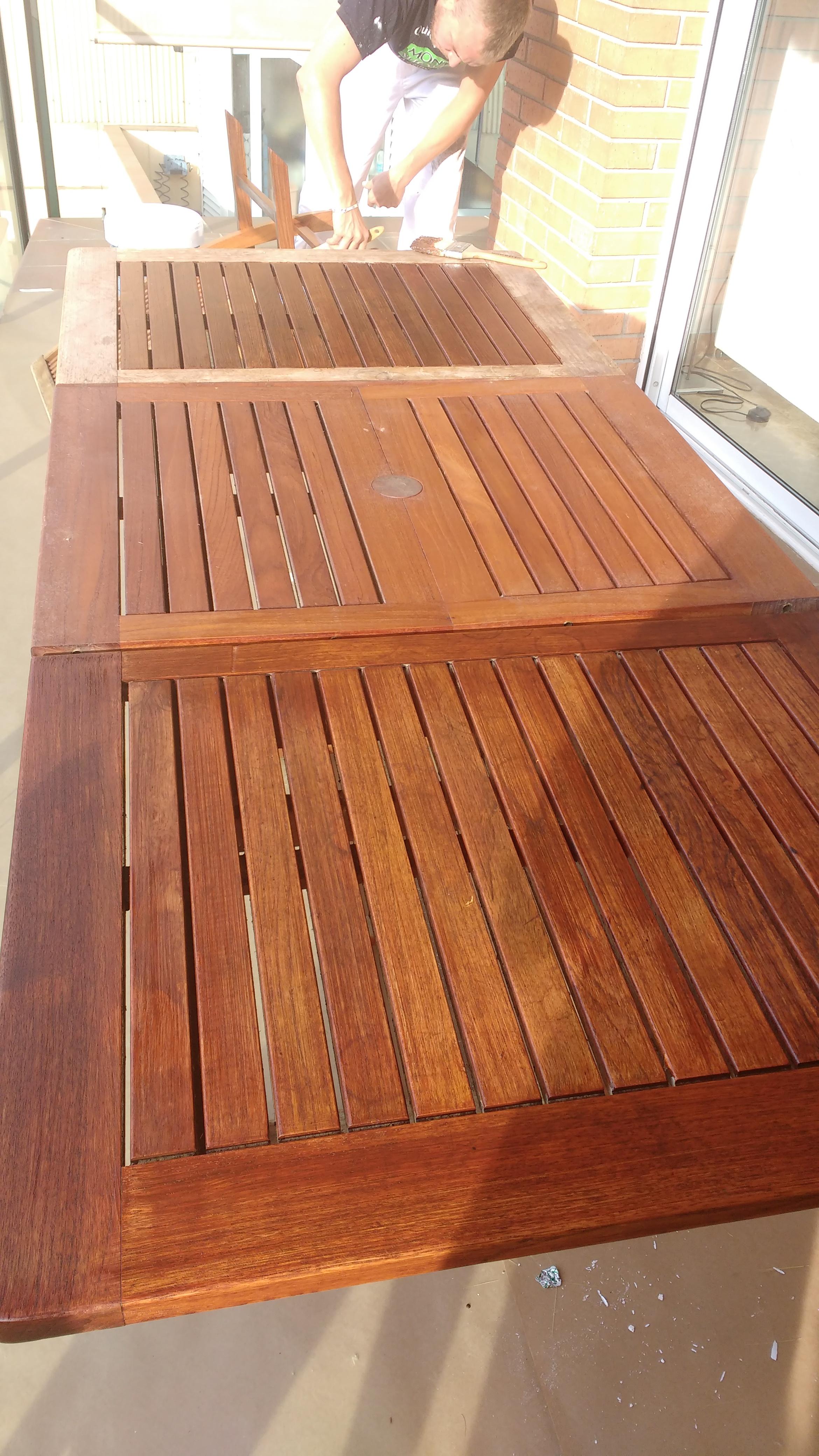 Mesas de madera exterior restauracin de mesa exterior de - Mesa de madera exterior ...