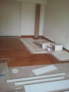 pintor-pintando-mueble-pintura-blanca-barcelona