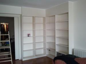 pintor-pintando-mueble-pintura-blanca-barcelona-economico