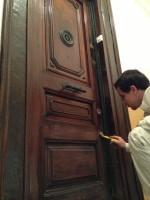 barnizar puerta